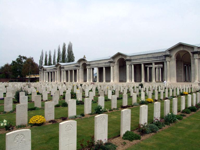 Arras Memorial, Fauborg D'Amiens Cemetery